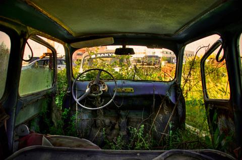 Terkedilmiş Arabaların Arka Koltuklarından Fotoğraflar