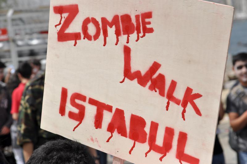 Zombiler İstanbul'da – Zombie Walk İstanbul 2012