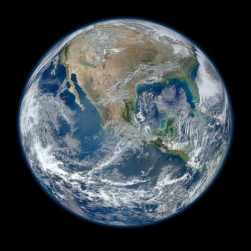 """NASA'nın Yeni """"Blue Marble"""" Fotoğrafı – 8000 Piksellik Dünya Güzelliği"""