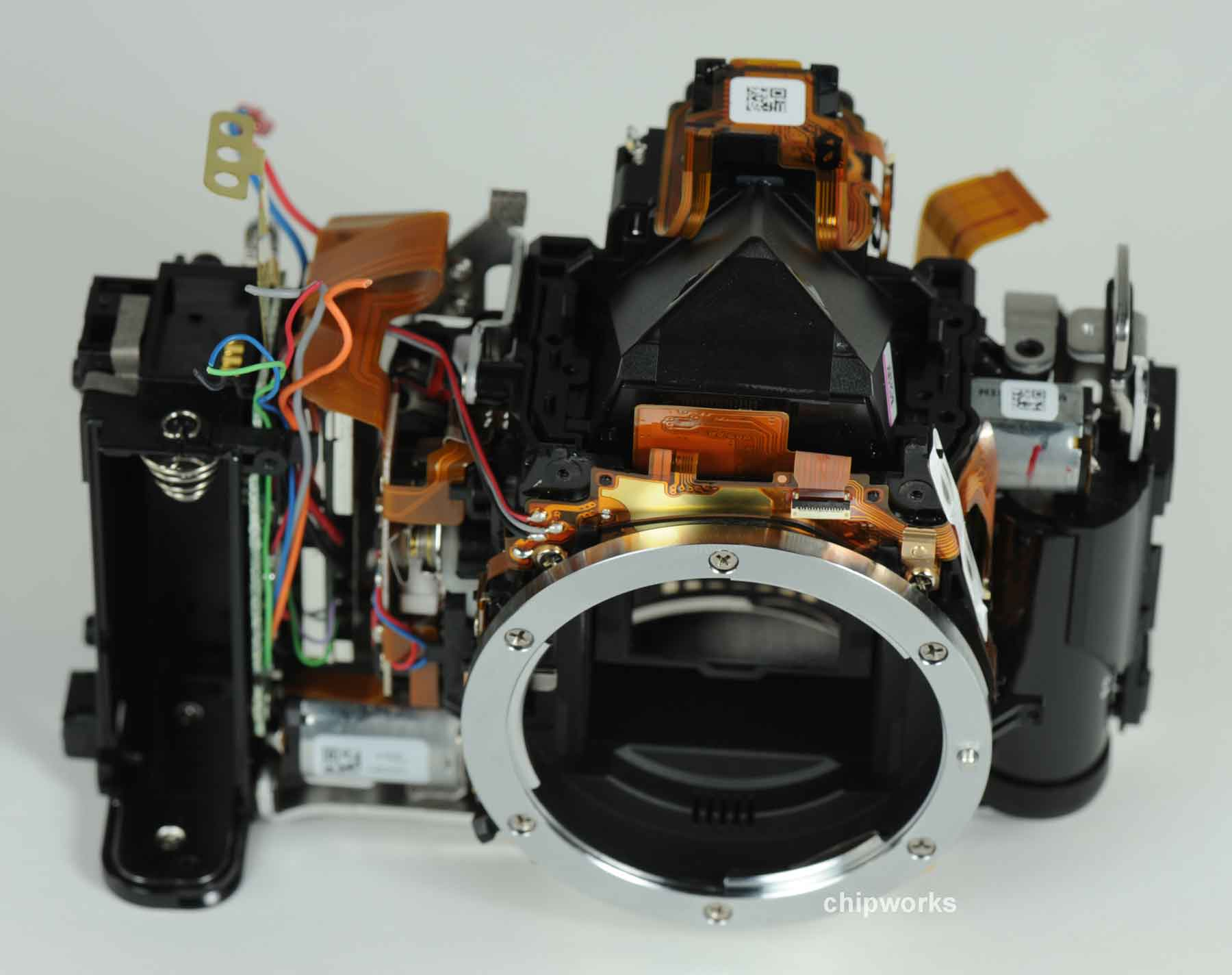 Nikon D5200'ün İçinden Toshiba Çıktı